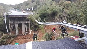 Savona,crolla un viadotto dell'autostrada A6 per Torino. Si ...