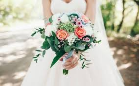 Plan Weddings How To Plan A Rustic Wedding From The Dress To The Decor