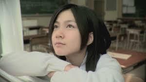 遠くを見る佐倉絵麻