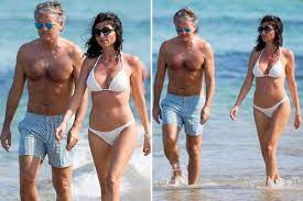 Ex-Manchester City boss Roberto Mancini steps out on beach with stunning  girlfriend in St Tropez