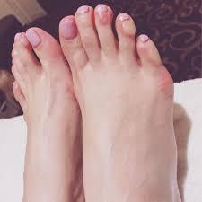 足 爪 マニキュア 白くなる
