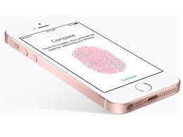 Apple iPhone, sE skvle padnouc do ruky