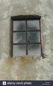 Alt Dreckig Gusseisernen Gerahmte Fenster In Einem Betongebäude