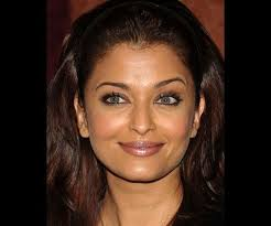 aishwarya rai s stunning green blue gray eyes when paired with plum lipstick and smoky eye makeup were enviably gorgeous to re create the look