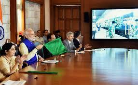 இந்தியா – வங்கதேசம் இடையே ரயில்சேவை: கொடியசைத்து தொடங்கி வைத்தார் மோடி