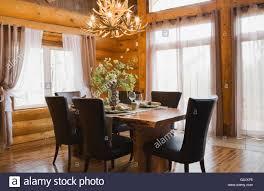 Natürliches Holz Esstisch Braun Leder Stühle Im Speisesaal Im