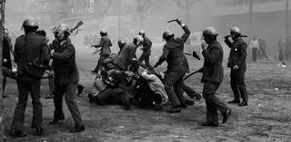 Resultado de imagen de carga policial barcelona