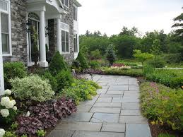 Good Looking front yard landscaping ideas by Linden LAND Group