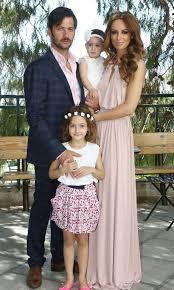 Η μπέττυ μαγγίρα, όπως και όλη η κριτική επιτροπή, έμεινε άναυδη με την εμφάνιση τους. Ti Forese H Mpetty Maggira Sth Baftish Ths Mikrhs Ths Korhs Celebrity Style Instyle Gr Fashion Star Fashion Wedding Dresses