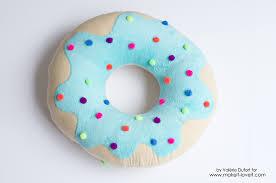 delicious donut pillow tutorial via makeit loveit com