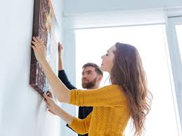 how to hang pictures without holes