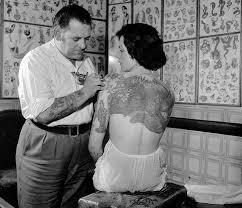 как живет и сколько зарабатывает татуировщик в британии нож