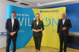 Bundesministerin Christine Aschbacher Besucht Hereschwerke Gmbh Grassmugg