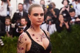 кара делевинь сделала временные татуировки в китайском стиле Ivona