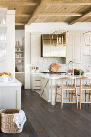 Modern Coastal Farmhouse Kitchen Design: Modern Farmhouse Kitchen ...
