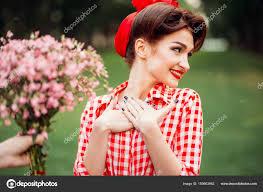 Mladá žena S Pin Up Make Up A účes Stock Fotografie Nomadsoul1
