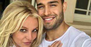 Britney spears may be going through a lot of personal turmoil at the moment but she can rely on her boyfriend, sam asghari, who insists they have a 'normal' relationship. 5gnu07g Pioejm