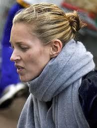 EAST NEWS/Rex Features Kate nadal ćpa EAST NEWS/Rex Features. Na najnowszych zdjęciach Kate Moss, z jej chłopakiem, Pete'em Dohertym widać podejrzaną, ... - 50b10ea300205243464f4941