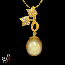 beautiful pearl pendant in 22k gold and south sea pearl