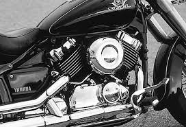 yamaha v star 650. the right side of engine shows off v-star\u0027s shine. plastic air-cleaner cover actually does air filter. panel and chrome yamaha v star 650
