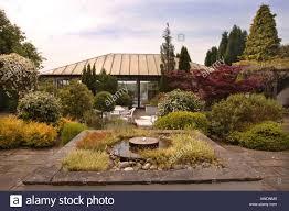 Modern Water Features A Courtyard Garden With A Modern Water Feature Uk Stock Photo