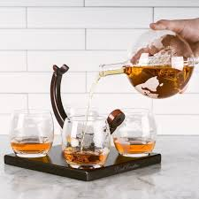 features of the royal decanters etched globe whiskey decanter gift set includes 4 glasses large glass beverage drink dispenser also for brandy tequila