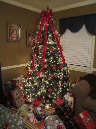 lots of christmas presents | Christmas Tree With Lots Of Presents ...