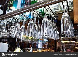 Wein Gläser Für Champagner Hängen Oben Leeren Bar