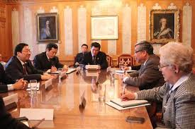 Image result for hinh ngo thanh hai bat tay viet cong nguyen thanh son