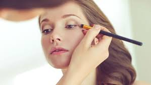 can you bee a professional make up artist without going to beauty