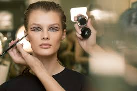 is there a that you particularly enjo using for this makeup look the calligraphie de chanel hyperblack eyeliner was just a perfect for