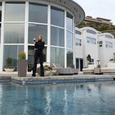 here s how much those stunning homes on big little lies cost