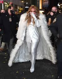 Jennifer lopez — on the floor ft. Mariah Carey Awkward Reaction To Hearing Jennifer Lopez Music France24 News English