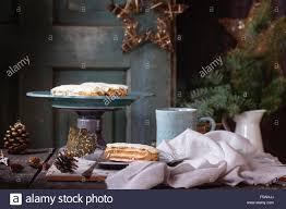 Alten Weihnachten Holztisch Mit Buttercreme Eclairs Und