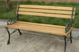 a narrow and a wide bench slat