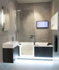 Komplettes Bad Auf Ganz Wenig Raum Mit Badewanne Und Dusche In