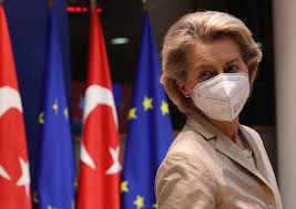Ursula von der Leyen senza sedia al summit con Erdogan