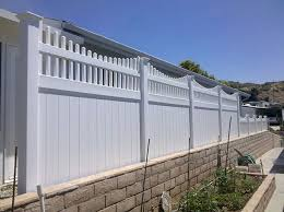 Why Home and Business Owners in Orange County Choose Vinyl Fencing