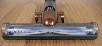 close up shot of the hard floor rolling brush head on the bissell hard floor expert