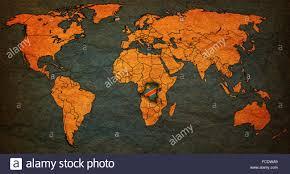 Repubblica democratica del Congo bandiera sul vecchio vintage mappa del  mondo con i confini nazionali Foto stock - Alamy