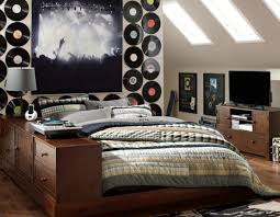 Cool musical wall on teen bedroom
