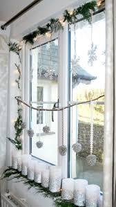 Fensterbank Deko Innen Weihnachten Weisse Stumpenkerzen Silberner