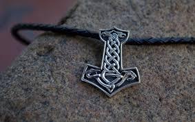 скандинавские символы молот тора змеиное кольцо