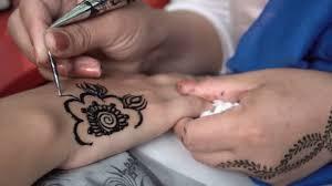 žena Malba černá Henna Tetování Na Dívčí Ruka