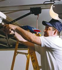 fixing garage doorLearn How To Detect A Broken Or Malfunctioning Garage Door