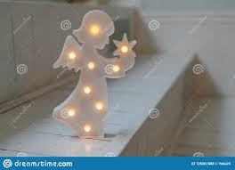 Kerstmisengel Met Lampen Op Donkere Witte Achtergrond Nightlight In