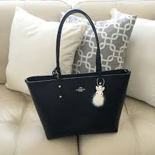 Review  Coach City Zip Tote in Crossgrain Leather on www.whatjesswore.com