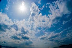 日差しの強い夏日無料の写真素材はフリー素材のぱくたそ
