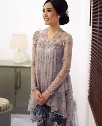 Seperti model dress brokat pendek untuk pesta terbaru yang ada di atas dengan gambar bunga membuat para wanita akan semakin cantik dan elegan. Hasil Gambar Untuk Baju Labbu Modern Model Pakaian Model Pakaian Wanita Model Pakaian Muslim