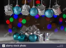Weihnachtsschmuck Silber Schlagzeug Und Blauen Kugeln